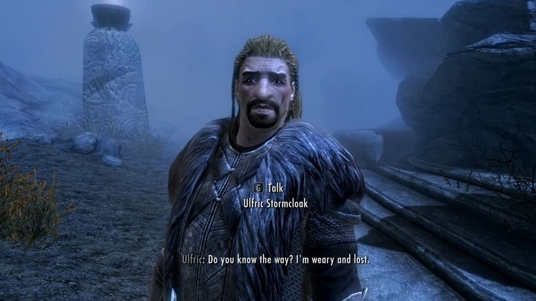 Una captura de pantalla de Ulfric Stormcloak de Skyrim, un hombre con una capa de piel y una cara grande.