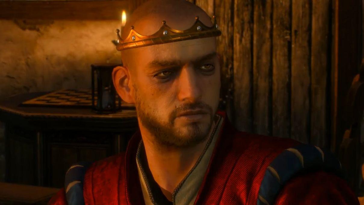 Una captura de pantalla de Radovid de The Witcher 3. Es un hombre calvo de unos 30 años que parece que no duerme lo suficiente.