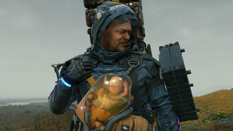 Una captura de pantalla de Sam Bridges mostrando una cara tensa con un BB sonriente en Death Stranding.