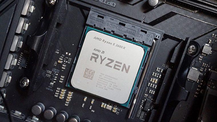Una foto del AMD Ryzen 5 3600X en una placa base.