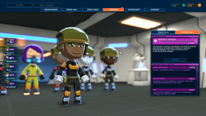 Un miembro de la tripulación sonriente se enfoca mientras se examinan sus posibles habilidades secundarias.