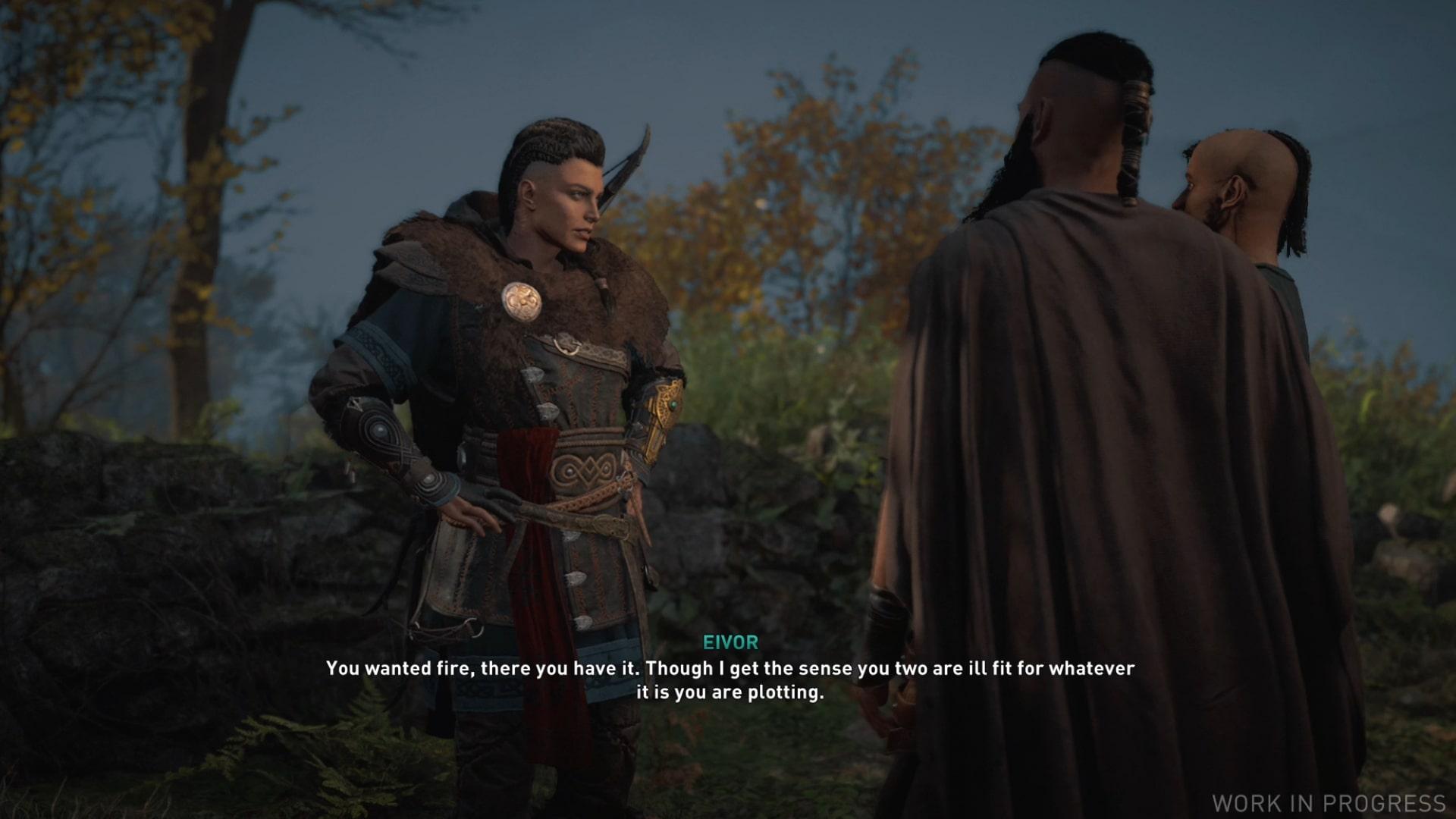 Eivor charlando con dos aspirantes a asaltante vikingo que acababan de incendiar la casa por la que estaban discutiendo.
