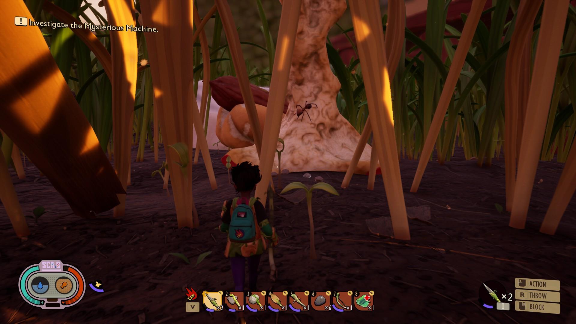 Vista por encima del hombro del jugador en un césped, viendo una hormiga gatear sobre un corazón de manzana abandonado.