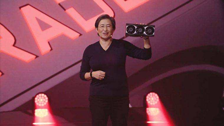 La directora ejecutiva de AMD, la Dra. Lisa Su, sostiene la primera GPU Radeon RX 6000 Big Navi.