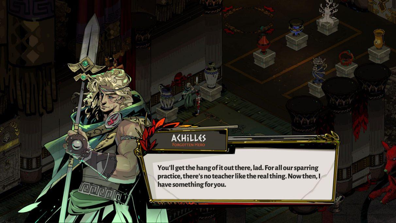 Una captura de pantalla de Aquiles hablando con Zagreus en el Hades.  Aquiles es un joven de largo cabello rubio, vestido con una túnica griega verde y sosteniendo una lanza.
